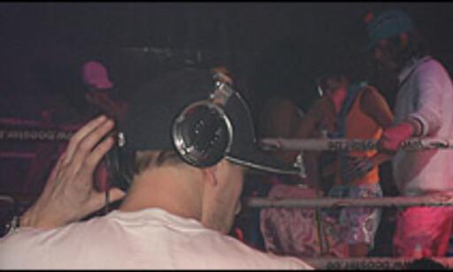 DJ-bunad: Caps og høretelefoner. Foto: Dag Erik Grøtnæs