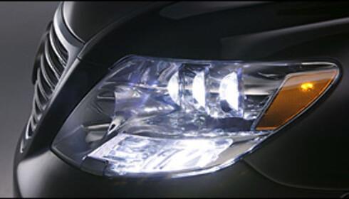 Lexus LS600h er verdens første serieproduserte bil med diodebaserte nærlys.