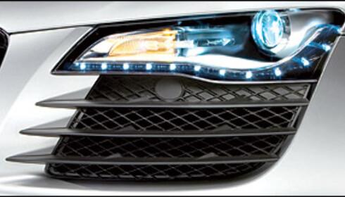 Audi R8 blir sannsynligvis verdens første bil med diodebaserte kjøre-, nær- og fjernlys. Lyktene på bildet er dagens R8-lykter, som kun har diodebaserte kjørelys.