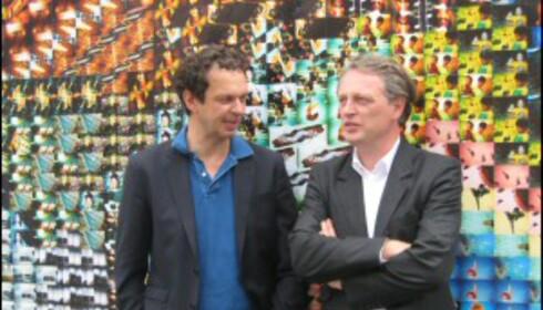 Tom Dixon (venstre) sammen med Ben Evans, direktør for London Design Festival, foran Lomo-labyrinten. <i>Foto: Elisabeth Dalseg</i>