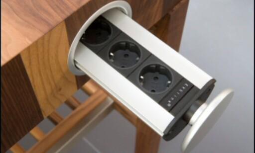 Smart detalj med skjulte stikkontakter kjøkkenbenken fra Schulte design >>Flere nyheter