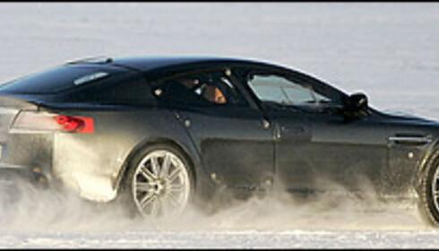 Aston Martin tester stor sedan
