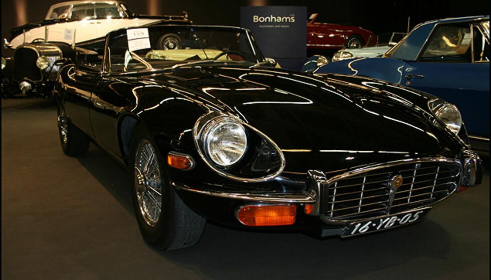 Jaguar E-type V12 - denne ble solgt for ca. 450.000 kroner.