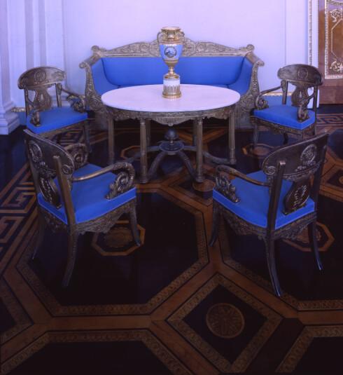 Har du noen veldig eksklusive eller gamle møbler, bør du fremheve dem og gi dem god plass. <i>Foto: Colourbox.com</i> Foto: Foto: Colourbox.com