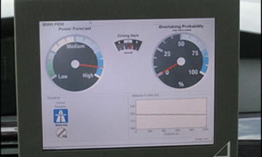 """Her kjører vi ut på en vei med fri fart. Bilen mener da at sannsynligheten for effektbehov er """"high""""."""