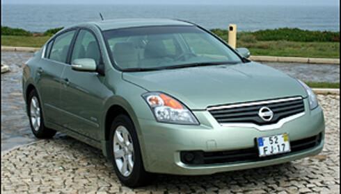 Nissan Altima Hybrid. 200 silkemyke hestekrefter.
