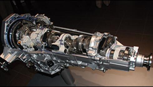 To syvstegede S-tronic-kasser: Den kraftigste til langsmonterte motorer oppe og den minste med tørre kløtsjer nede