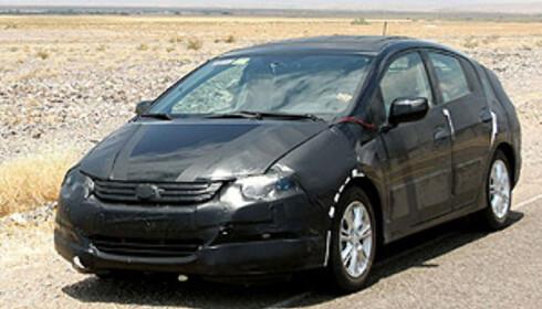 Bilen ser ganske stor ut, men det er likevel etter alt å dømme snakk om en utfordrer til Prius i kompaktklassen eller nedre mellomklasse