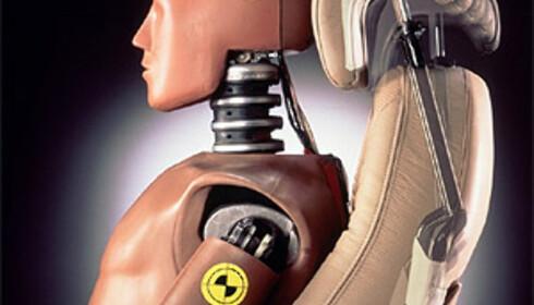 Saab og en rekke andre bilprodusenter har satset på aktive hodestøtter, som takket være førerens vekt flyttes opp og frem ved påkjørsel bakfra (SAHR).