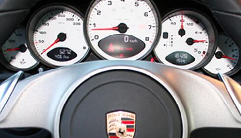 Klar beskjed: Instrumentene i 911 Carrera S Foto: Knut Moberg
