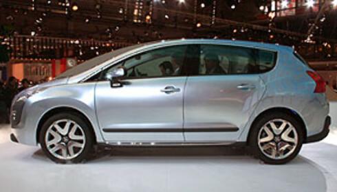 Kommende Peugeot-SUV fra siden. Her fra Paris-utstillingen. Foto: Knut Moberg