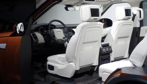 FREMTIDSRETTET: Konseptbilen som vises i Paris har integrerte skjermer i forsetene. Foto: Fred Magne Skillebæk