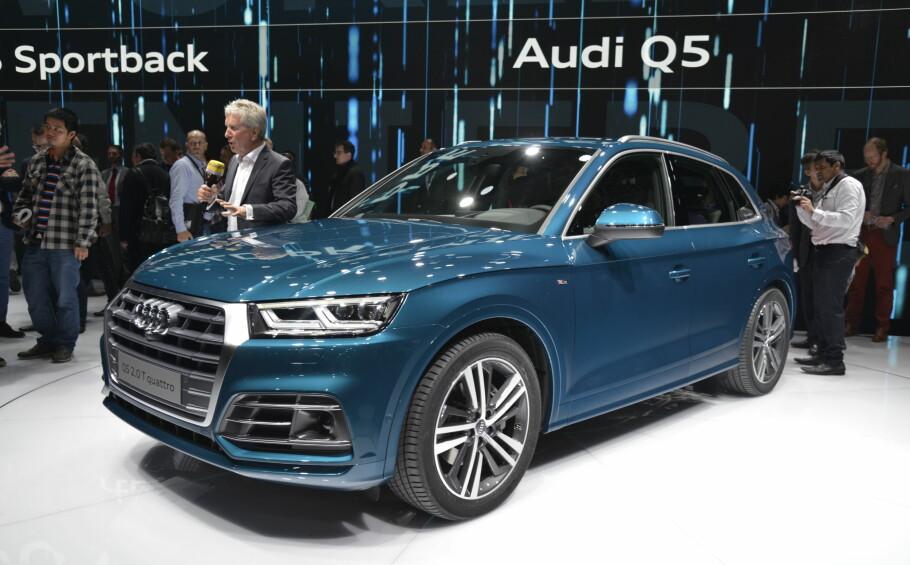 VERDENSPREMIERE I DAG: Helt ny Audi Q5, det har bare skjedd én gang tidligere. Som vi ser bringer annen generasjon Q5 langt fra noen grensesprengende designendringer med seg. Men den har en litt mer bølgende profil, samt et skarpere oppsyn - i tråd med den aktuelle policyen i Ingolstadt. Foto: Jamieson Pothecary