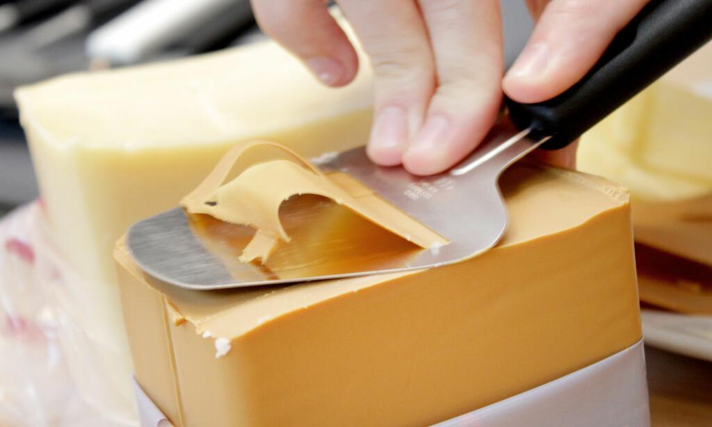 BRUNOST: Flere av ostehøvlene skjærer enten brunosten for tynn eller for tykk. Foto: Ole Petter Baugerød Stokke