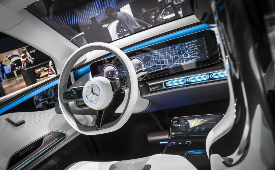 UTFORDRER TESLA: Daimler og Mercedes-Benz vil bruke over 90 milliarder kroner på en rekke EQ- og Smart-biler. Foto: Jamieson Pothecary
