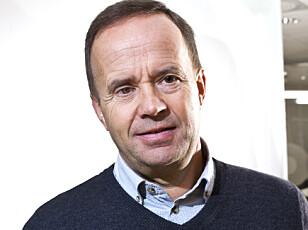 SJEKK VEGGEN: Lars Wiig i KLP forteller at en vanlig husforsikring ikke dekker utbedring av sopp- og råteskader, og oppfordrer til å gå over huset og se etter misfarging og blemmer. Foto: KLP