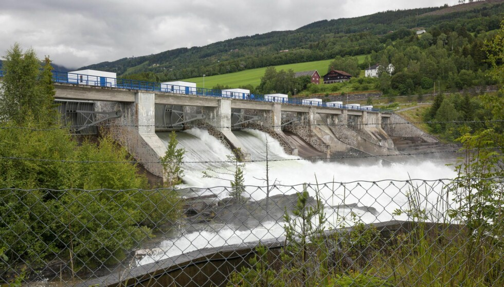 FORNYBART: Elbilfordelen når det gjelder utslipp i bruk er åpenbar når strømmen kommer herfra, men eksisterer selv når den kommer fra kullkraft, ifølge Bloomberg. Bildet viser Hunderfossen kraftverk. Foto: Bam og Biofoto
