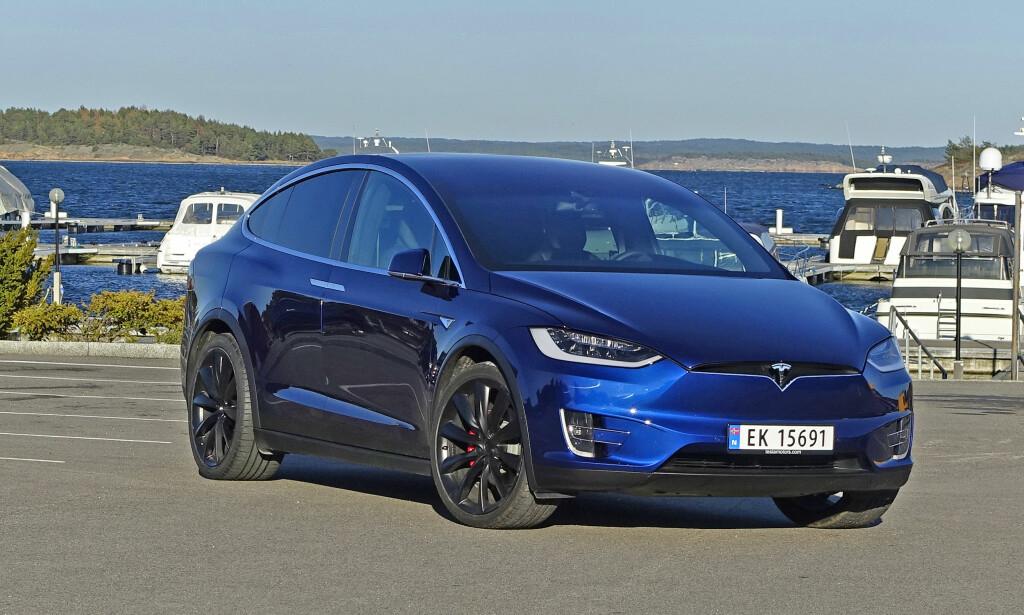 MODEL X: Teslas elektriske SUV begynner å bli et vanlig syn i Norge - det er blitt registrert godt over 2000 av dem her i landet så langt. Foto: Knut Moberg