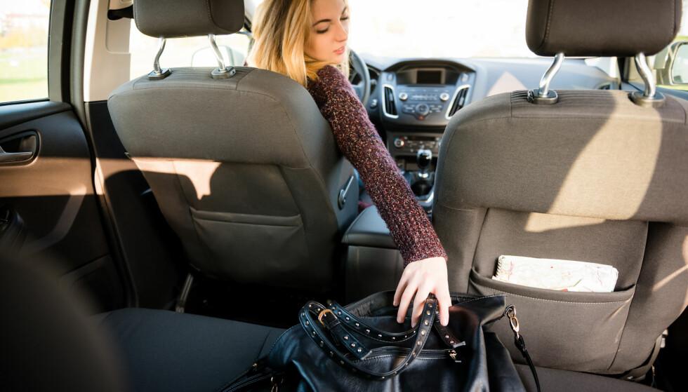 OPPMERKSOMHET: Trafikken krever all din oppmerksomhet, så hold øya på veien. Foto: Shutterstock / NTB Scanpix