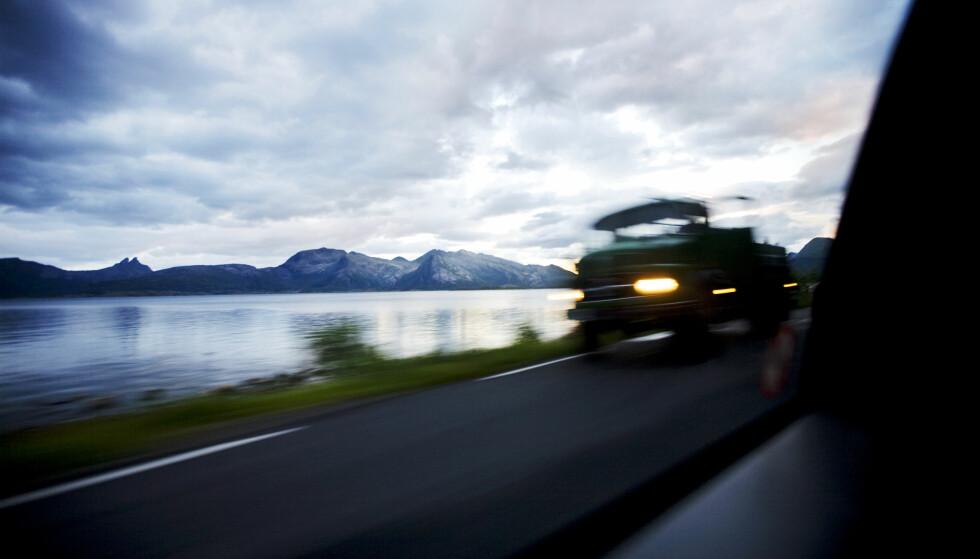 TRANGT: Kjører du på trange veier har begge et ansvar for å slippe hverandre trygt forbi. Med mindre skiltingen sier noe annet. Foto: Kyrre Lien / NTB Scanpix