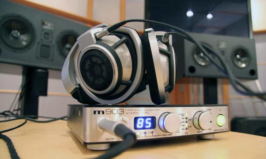 KONTROLLERTE FORHOLD: Vi testet lyden av digitalradio i DAB-løvens hule - hos selveste NRK.