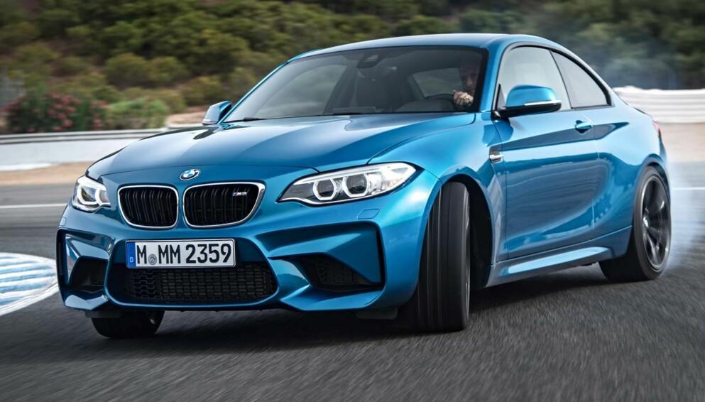 MER RENDYRKING: Samtidig som vi går mot elektrisk hverdagstransport, ser vi at noen produsenter går en helt annen retning med enkelte modeller. Vi snakker manuell kasse, bakhjulstrekk og i enkelte tilfeller også selvaspirerende motorer. Vi tipper disse bilene, som er dyre i dag, blir enda dyrere i fremtiden. Foto: BMW.