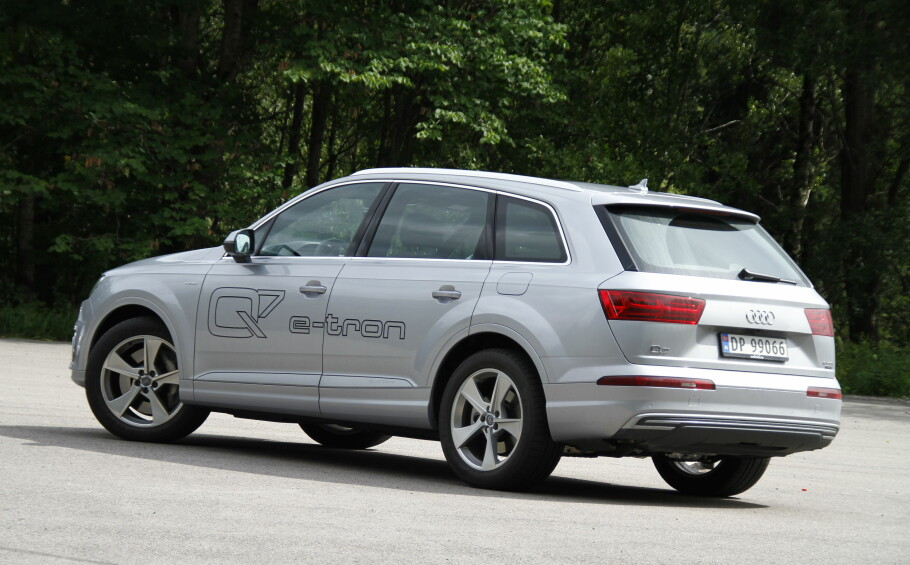 <strong>MOT STRØMMEN:</strong> Salget av ladbare hybrider raste i juli - men ikke for Audi Q7 e-tron, som i stor grad beholder sin prisfordel takket være lang rekkevidde på strøm. Med 139 eksemplarer i juli, ble det mer enn en dobling fra juli i fjor. Foto: Fred Magne Skillebæk