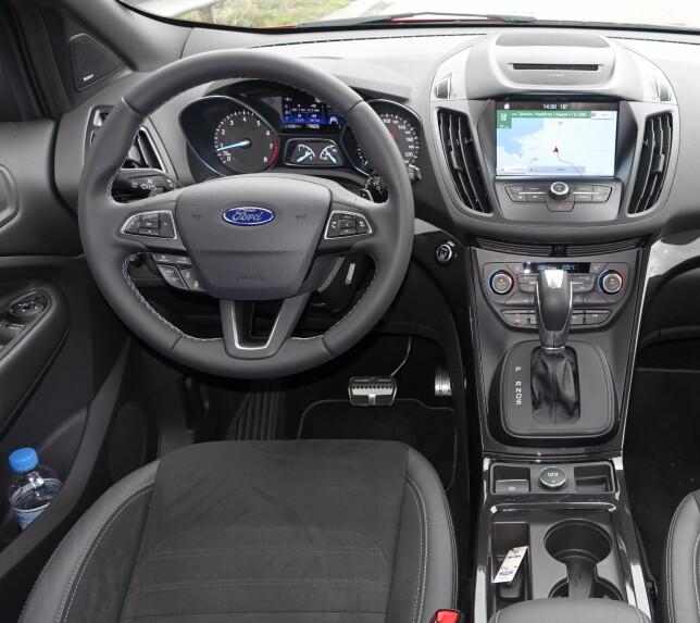 FORBEDRET: Ergonomi og kvalitetsfølelse gjør stadig fremskritt hos Ford, men er fortsatt ikke helt på nivå med de beste i klassen. Foto: Knut Moberg