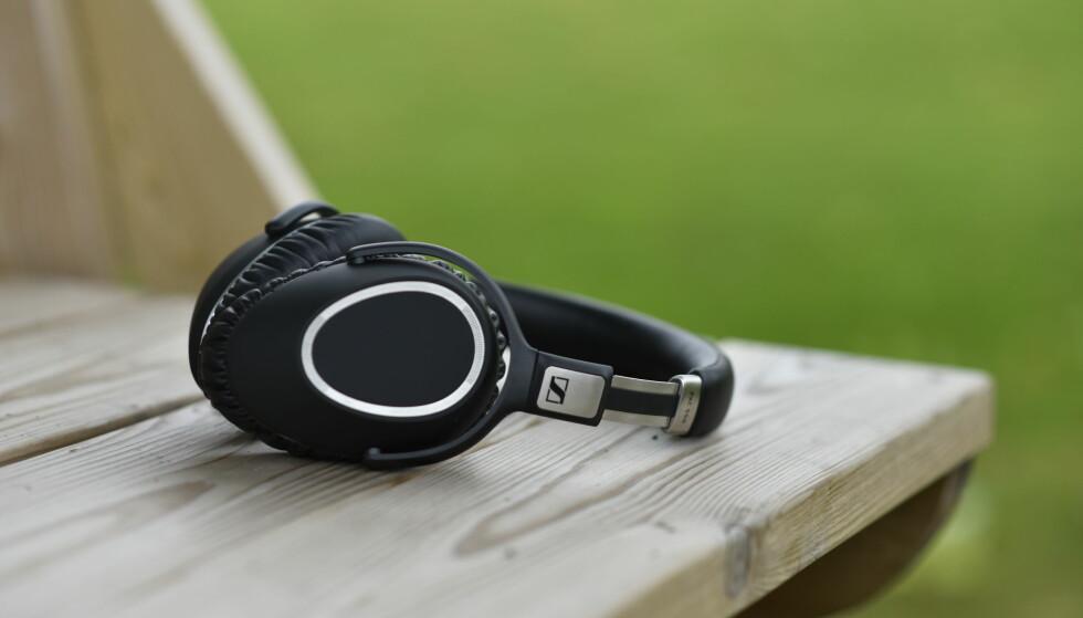 TRÅDLØSE: Sennheiser PXC 550 er trådløse høyttalere med aktiv støydemping som byr på 20 timers batteritid. Foto: Pål Joakim Pollen