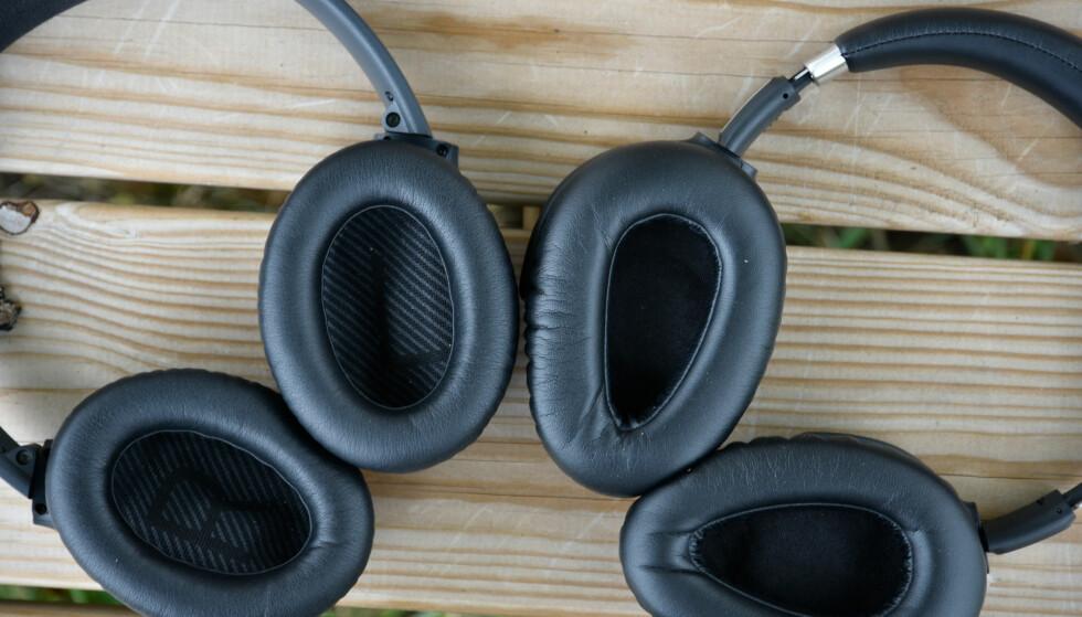 DRÅPE: Sennheiser (til høyre) har et mindre hull til øret enn hva tilfellet er for Bose QC35 (til venstre).