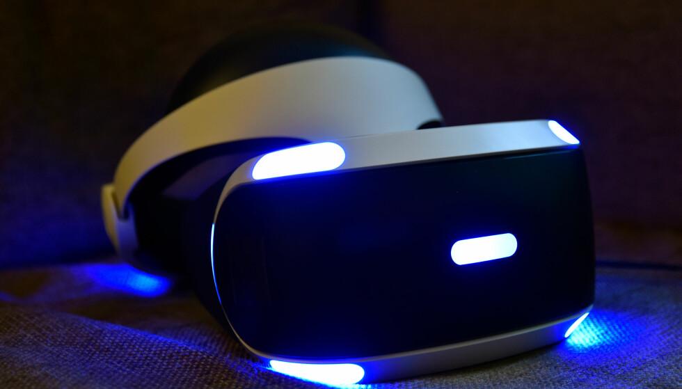 BILLIGST AV DE BESTE: Den koster riktignok mer enn konsollen selv, men PlayStation VR byr på svært mye moro. Foto: Pål Joakim Pollen