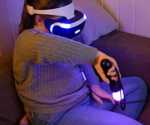 IKKE OPTIMALE: Hverken den vanlige DualShock-kontrolleren eller PlayStation Move er presise nok til å gi en ordentlig god opplevelse. Foto: Pål Joakim Pollen
