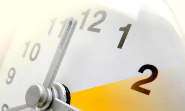 HVILKEN VEI SKAL KLOKKA STILLES? Klokka 03 søndag 25. oktober skal klokka stilles en time tilbake, til 02. Foto: kaprik / Shutterstock / NTB