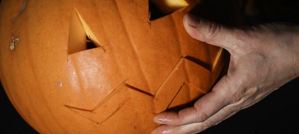 Slik skjærer du ut ditt eget gresskar til halloween