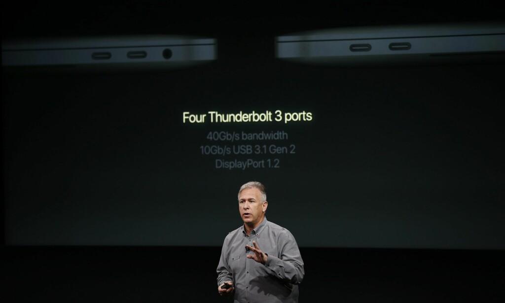 FARVEL TIL GAMMEL USB: De nye MacBook Pro-maskinene har fire Thunderbolt 3-porter, som har samme utforming som den nye USB-C-standarden. Foto: Tony Avelar/EPA/NTB Scanpix