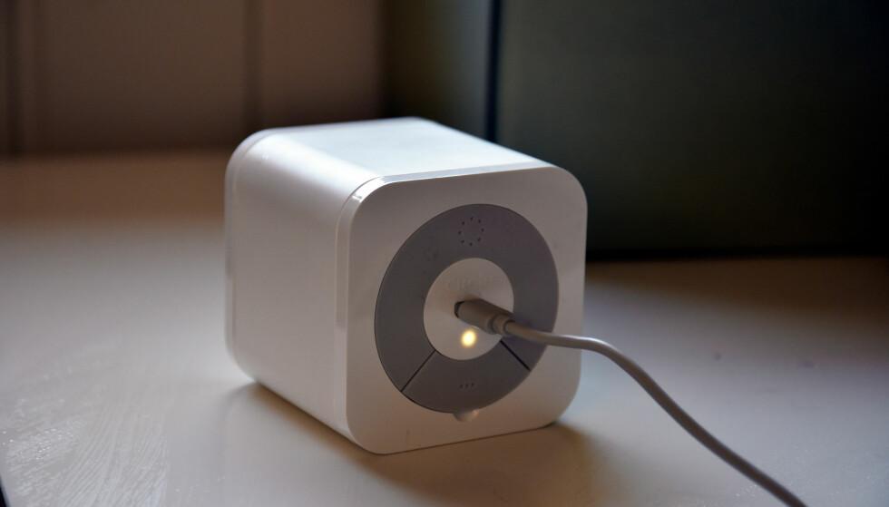 LITEN BOKS: Circle trenger bare strøm og tilgang til nettverket ditt, og så kan den brukes for å filtrere internett. Foto: Pål Joakim Pollen