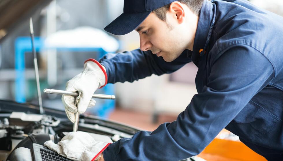 NY PRISMERKING AV VERKSTEDSTJENESTER: Ny mal for merking av vanlige verkstedstjenester hos bilverksted skal gjøre det lettere for forbrukere å sammenlikne priser. Foto: Minerva Studio / Shutterstock / NTB scanpix