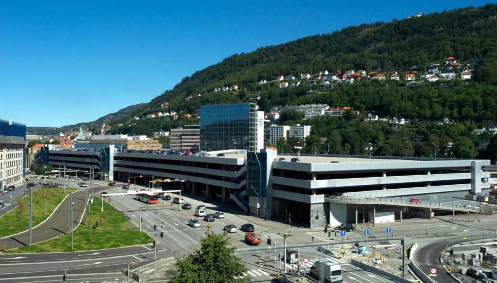 VERDENS STØRSTE I SITT SLAG: Tirsdag 1. november åpner Bygarasjen i Bergen for elbillading ved 54 parkeringsplasser.  Foto: Bergen Parkering