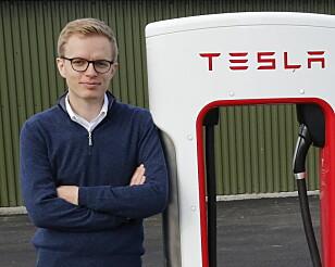 IKKE BEKYMRET: Kommunikasjonssjef Even Sandvold Roland i Tesla Norge tror importøren skal takle service-utfordringen som kommer. Foto: Tesla Norge