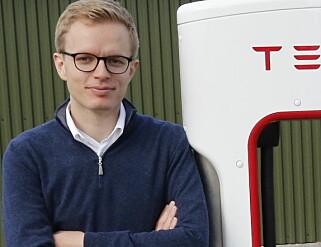 – INGEN KOMMENTAR: Kommunikasjonssjef i Tesla Norge, Even Sandvold Roland, har ikke noe å si når Dinside spør han om den gode nyheten fra USA. Foto: Henrik Skolt / NTB scanpix