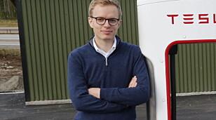 BEKREFTER: Kommunikasjonssjef Even Sandvold Roland i Tesla Norge forteller at 75 kWt-batteriene kan bestilles fram til og med søndag kveld. Foto: NTB scanpix