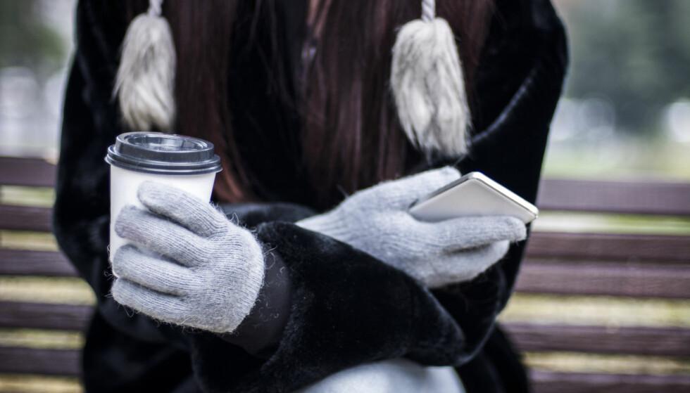 HOLD DEN VARM: Dagens telefoner er ikke laget for norske kuldegrader. Foto: NemanjaMiscevic / Shutterstock / NTB scanpix