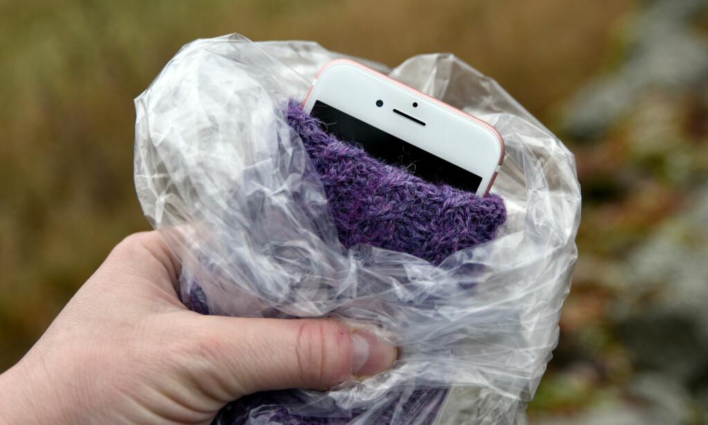 ULL OG PLAST: Denne telefonen bør klare en god stund på innerlomma, selv ved trening. Foto: Pål Joakim Pollen