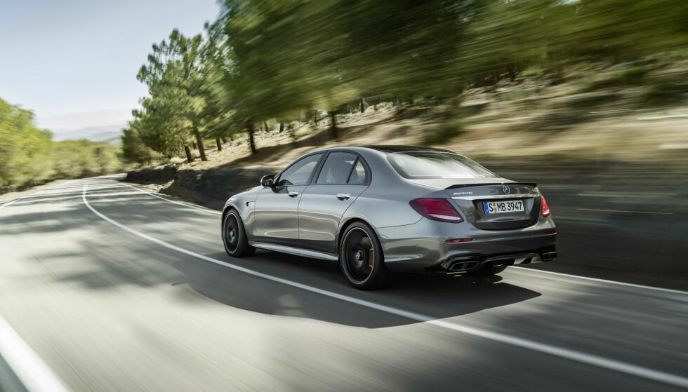 HINSIDES RASK: Mercedes E 63 yter 571 hestekrefter og 750 newtonmeter, mens E 63 S legger på til 612 hester og 850 newtonmeter. Og maksimal trekkraft er tilgjengelig fra 2500 til 4500 omdreininger per minutt. Foto: Daimler