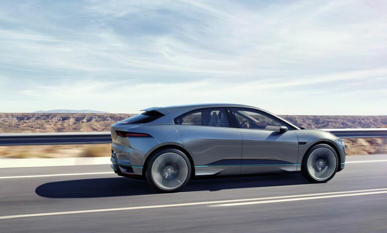 CAB FORWARD: Med en langt fremskjøvet kupé skal det være ekstra god plass inne i Jaguar i-Pace. Konseptbilen ruller på røslige hjul med dimensjonene 265/35-23. Foto: Jaguar