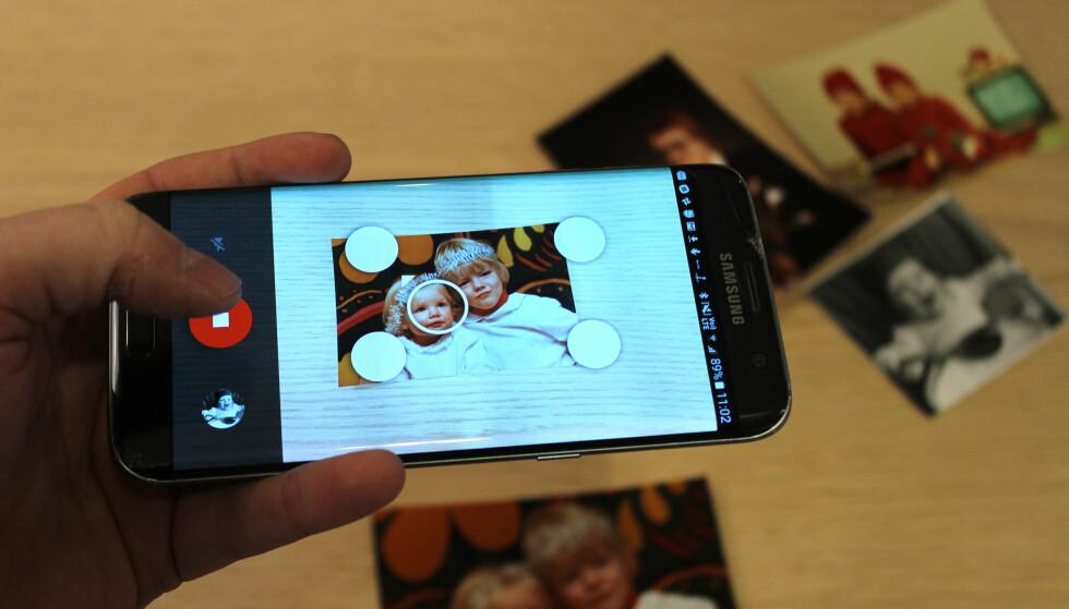 GJØR PAPIRBILDER DIGITALE: Googles nye Fotoskanner-app gjør det enkelt å skanne de gamle papirbildene. Foto: Pål Joakim Pollen
