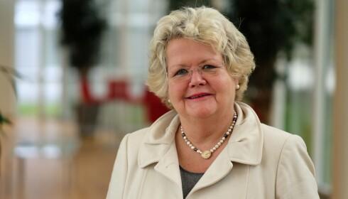 JODA: Emma Elisabeth Vennesland i If Skadeforsikring sier, som de andre forsikringsselskapene, at du kan montere selv. Foto: If