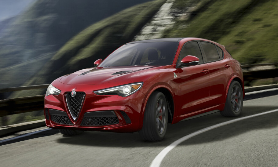 OPPKALT ETTER ET FJELLPASS: Stelvio i Italia er et av de høyeste og mest spektakulære fjellpassene i Alpene med høyeste punkt over 2.750 meter og de 75 hårnålssvingene er en kjent utfordring for aktive bilister. Stelvio er også navnet Alfa Romeo har valgt til sin nye sports-SUV, som i disse dager blir vist på bilutstillingen i Los Angeles. Foto: Alfa Romeo