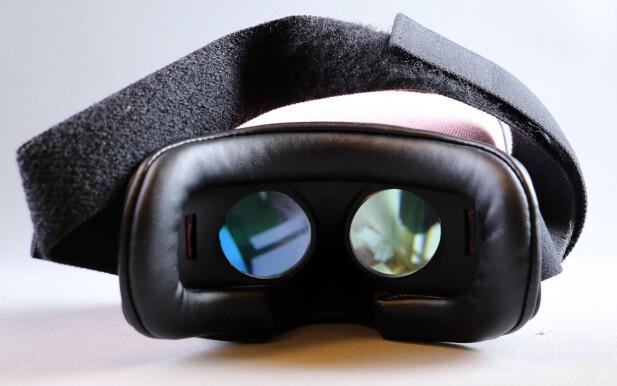 IKKE 3D: I motsetning til VR-briller leverer MovieMask hele bildet til begge øynene. Det gjør også at bildet fremstår skarpt. Foto: Pål Joakim Pollen
