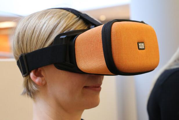 SITTER GODT: Om du fester på stroppen som sitter på oversiden av hodet, sitter MovieMask godt på hodet. Foto: Pål Joakim Pollen
